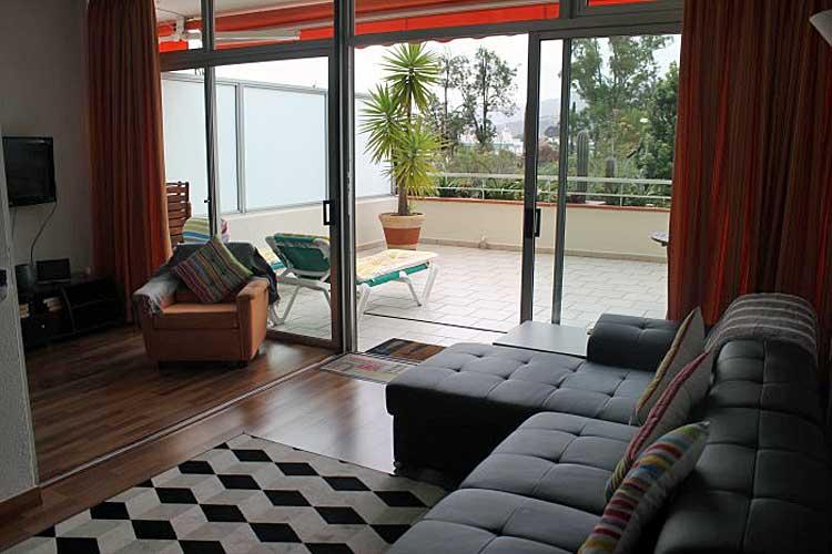 Sehr gepflegtes Apartment mit 32 m2 Terrasse und Panoramablick.