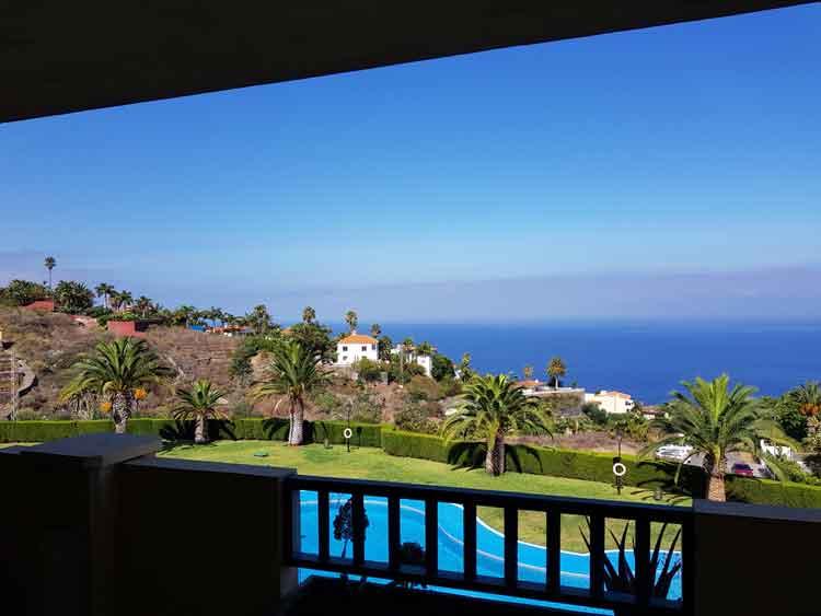 In einer eleganten Wohnanlage und einer Terrasse von 35m2 den Meerblick genieâen.