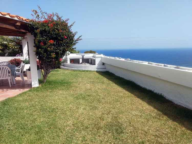 Pure relaxation in first sea line apartment with garden