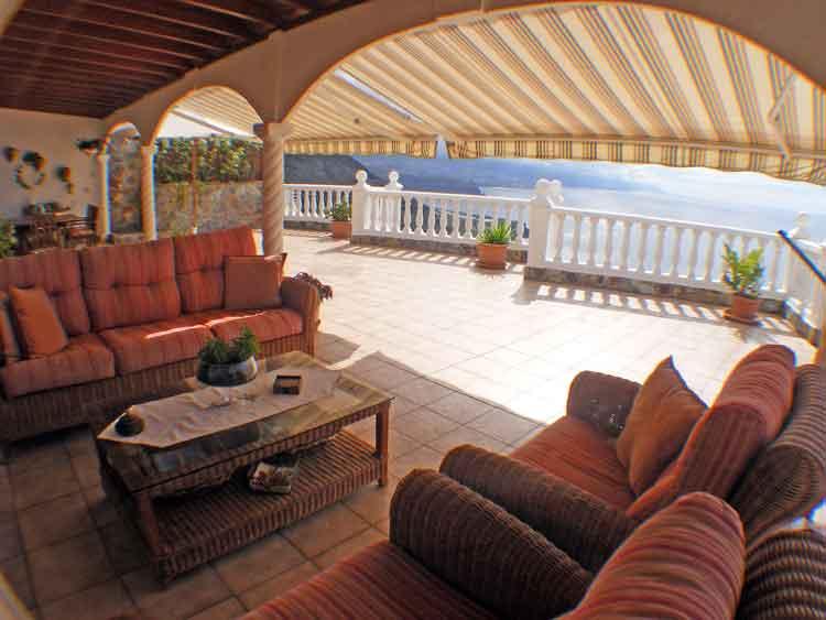Eigentumswohnung mit drei Schlafzimmern und groβen Terrassenflächen 365m2.