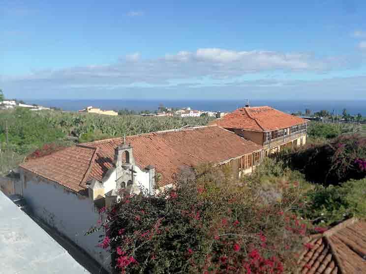 Amplio apartamento / Ático con terraza en la azotea y hermosa vista al mar.