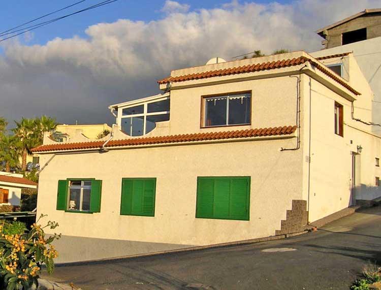 Casa muy bien conservada situada en tranquilo entorno en San Juan de Reparo-Garachico.