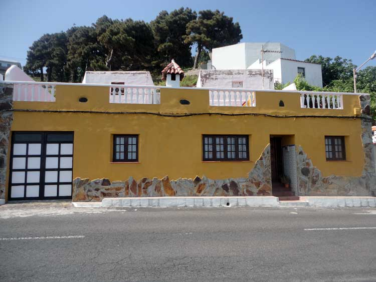 Pequeña casa con dos dormitorios y maravillosas vistas al mar