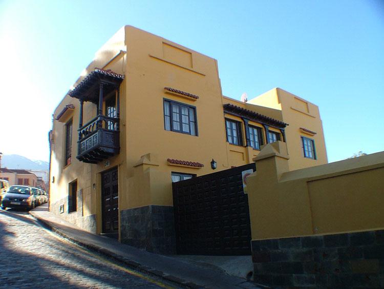 Chalet - Liebevoll renoviertes Stadthaus auf 3 Ebenen, Carport und Gartenecke.