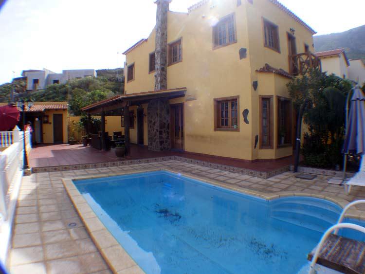 Esta casa unifamiliar está situada en la solicitada zona residencial de Garachico