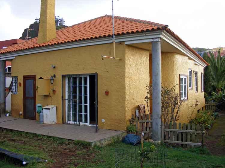 Immobilien Teneriffa  Ideal f�r die Familie! - Haus mi drei Schlafzimmern und grossem Grundst�ck mit Obstb�umen in Tacoronte