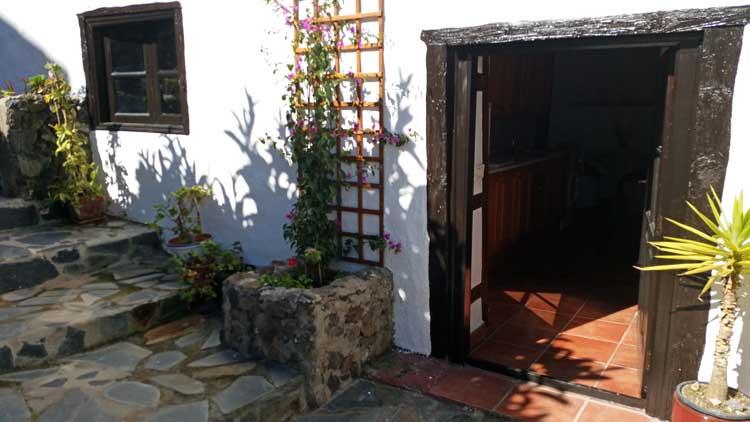 Immobilien Teneriffa Charmantes Anwesen im Dorf von La Vega - Drei Geb�ude, drei Wohneinheiten, vier Schlafzimmer und der Patio im Zentrum