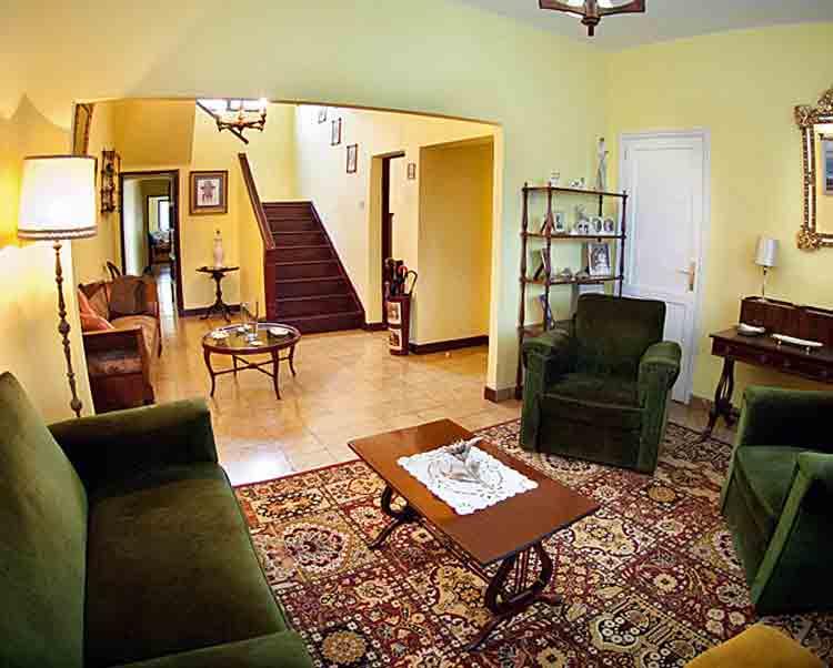 Immobilien Teneriffa. Sehr gute Gesch�ftslage in La Laguna - Teneriffa. Stadthaus mit vier Schlafzimmern zum Wohnen oder als Praxis oder Galerie