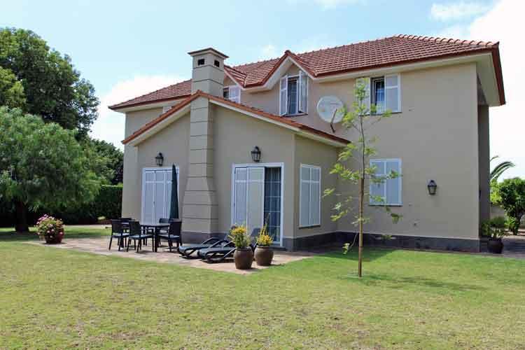 Villa mit vier Schlafzimmern und Büro oder Atelier in Tacoronte am Golfplatz