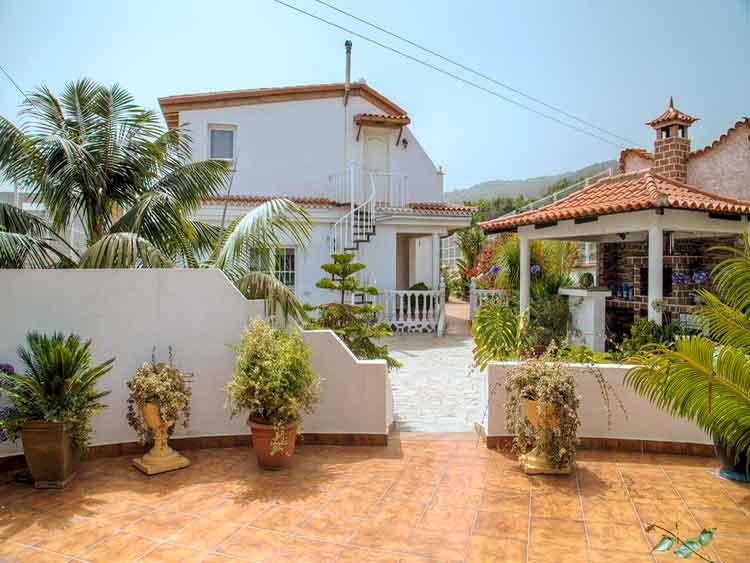 Anwesen mit vier Wohneinheiten in der Gemeinde El Tanque und guter Infrastruktur