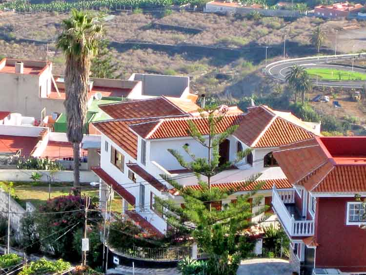 Large chalet at the outskirts of Icod de los Vinos, Tenerife, with nice views, quiet area