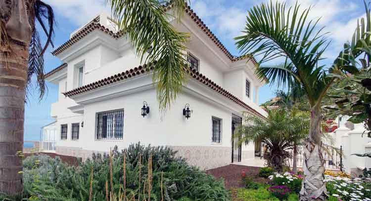 Family Home with six bedrooms en quiet residencial area of El Sauzal