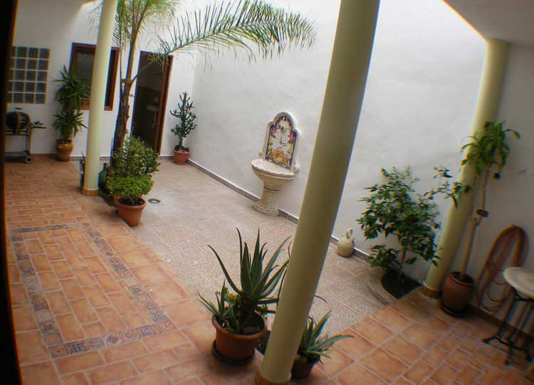 House with 3 bedrooms, 2 bathrooms, 1 WC and roofterrace of 80 m².