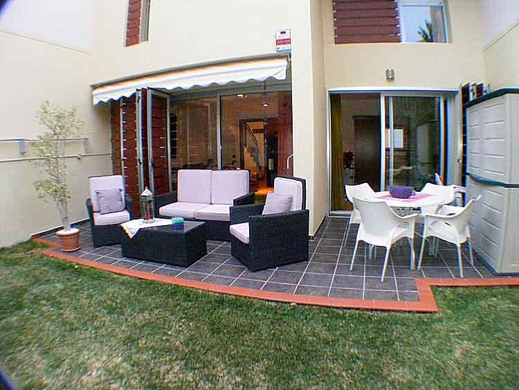 Moderne Reihenhaus in Urbanisation La Quinta. klicken zum vergrössern