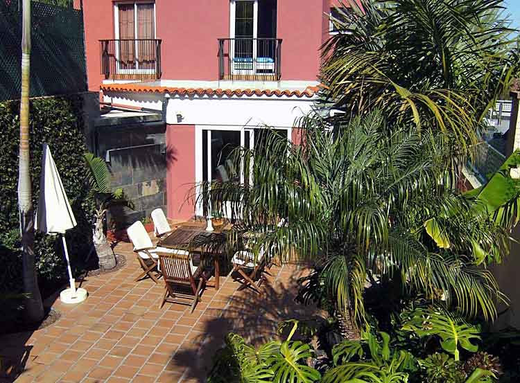 House with three bedrooms in very nice, quiet residential area