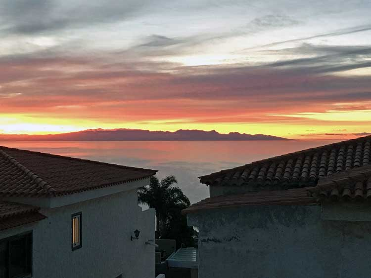 Townhouse with panoramic views of the Atlantic ocean in Radazul Tenerife