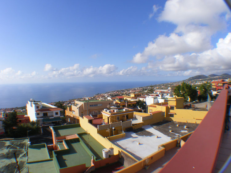 Semi-detached house with 4 bedrooms, 3 Bathrooms, 240 m² Terraces and 200 m² Garage.