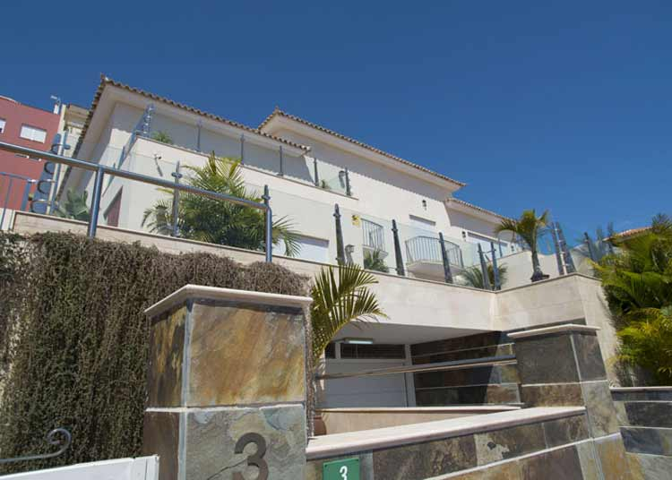 Lovely townhouse with four bedrooms and a beautiful view to the atlantic