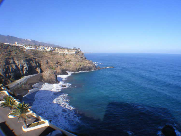 In front line to the coast with beautiful sea views to the coast in the north of Tenerife  click to enlarge the image