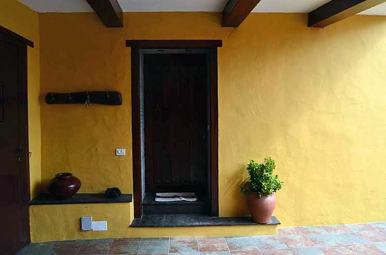 Finca with beautiful Patio, three bedrooms and seperate guest-house