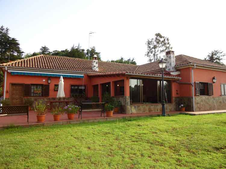 The mansion property has four double bedrooms and a approx. 10.000 sqm plot of land.