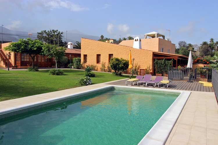 Tenerife, Luxuryfinca with 5 bedrooms, pool, BBQ area and large garden