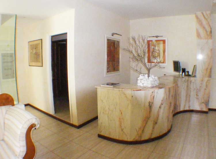 Fantastic commercial property!   All on one floor in the Edificio Ikarus click to enlarge the image