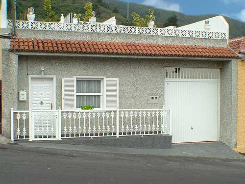 Chalet - Gepflegtes Kanarisches Haus mit grosser Garage und Berg- und Küstenblick