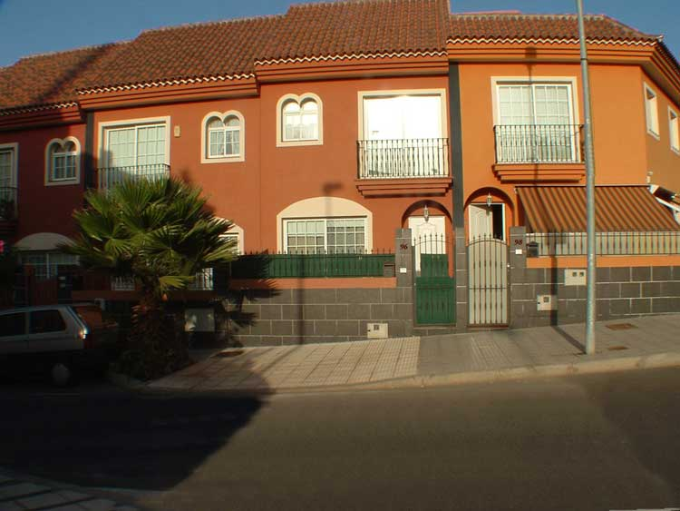 Quality twon house with large garage in Los Bancales - El Toscal