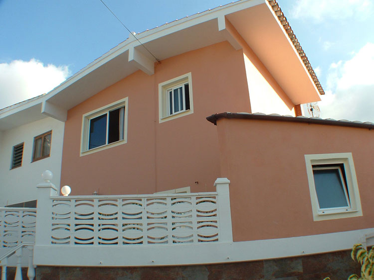 Two storey semi-detached house in a small private road in Puerto de la Cruz